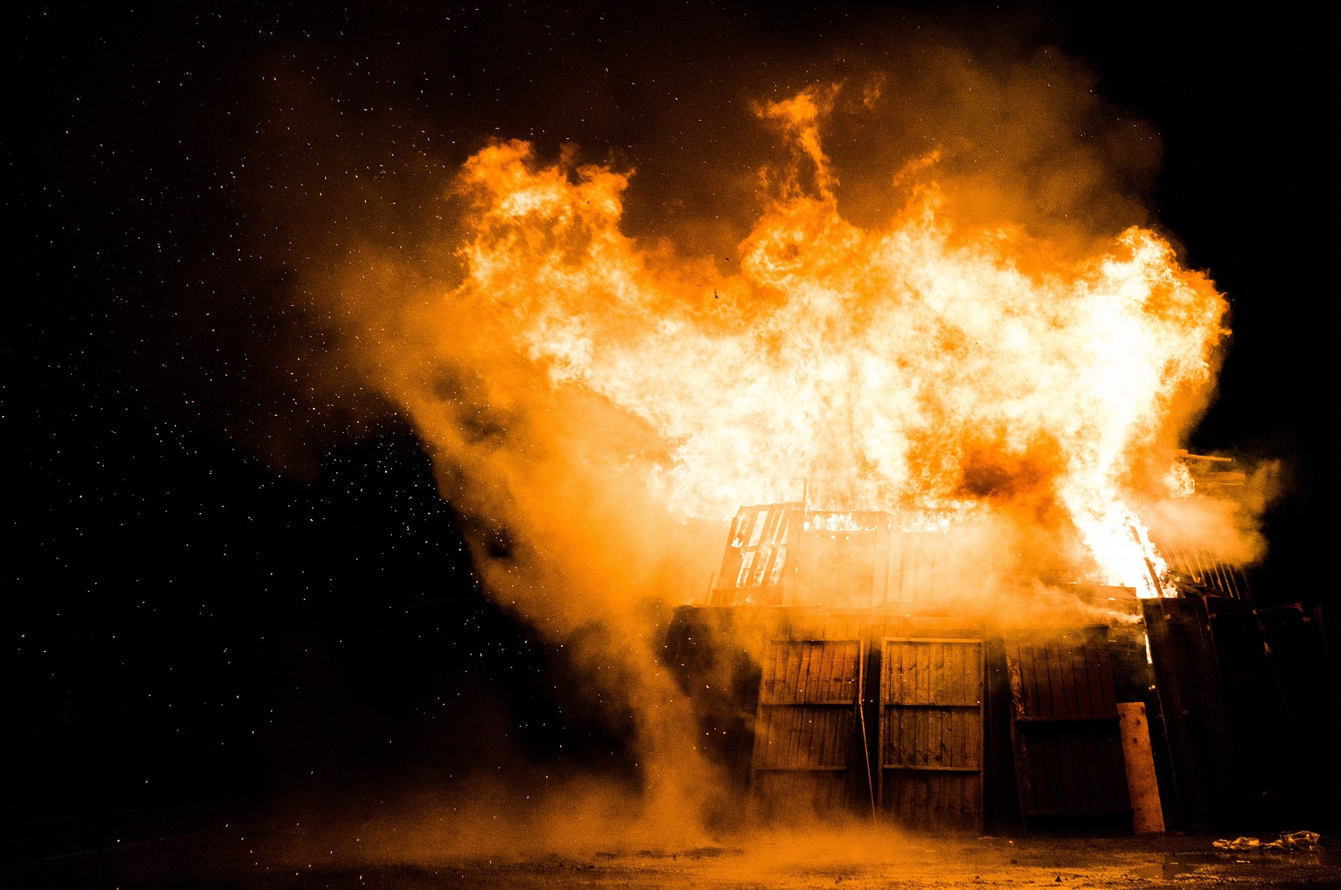 Can shipping containers burn